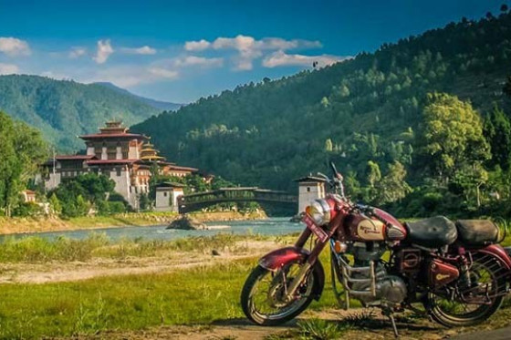 "BHUTAN - ""ENTER THE DRAGON TOUR"" - tour in moto"